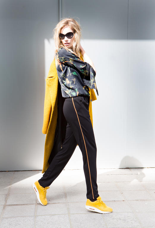 Model Gele Jas